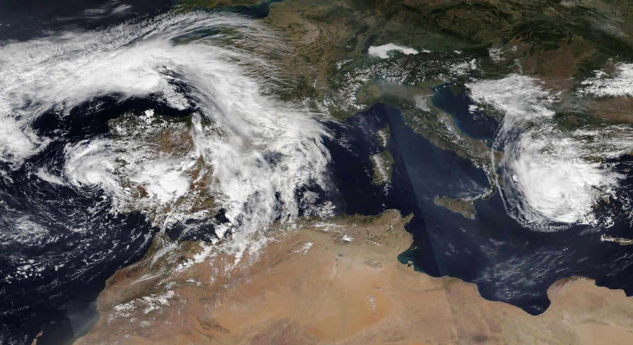 2880px Alpha and Ianos 2020 09 18 - Uragani e tempeste tropicali arrivano in Europa, stagione 2020 record