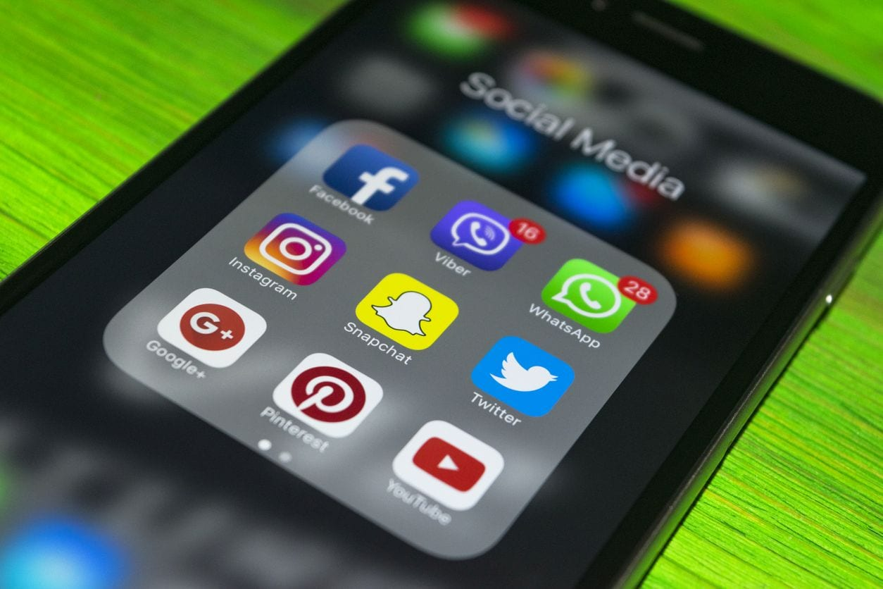 mag1 17 - WhatsApp, altra novità: uno sfondo per ogni chat