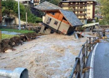 alluvione 350x250 - ALLUVIONE STORICA, video mostra la furia terrificante di un fiume in piena