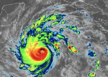 L'impatto dell'uragano Iota verso il Nicaragua