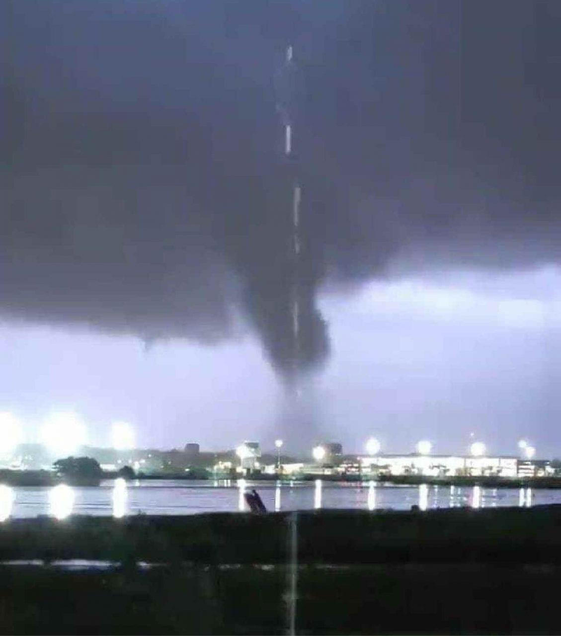 tornado catania 1 scaled 1 - TORNADO distruttivo si abbatte su Catania. Il video e foto