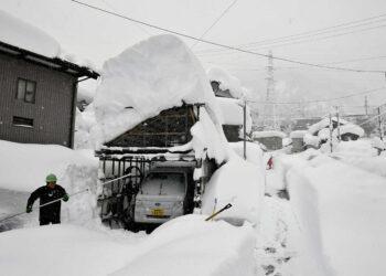 meteo 00001 350x250 - Uragano di Neve in Giappone. Mai vista tanta neve sulla costa