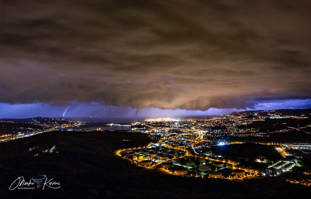 temporale tornado trieste - METEO: forte maltempo. Tornado colpisce Trieste, con anche grandine. Video