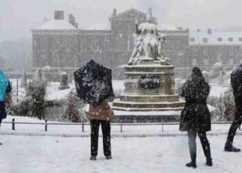 Neve al Kensington Palace di Londra