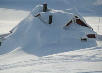 uragano di neve in svezia sepolte case e automobili video meteo 350x250 - Uragano di neve in Svezia. Sepolte case e automobili. Video meteo