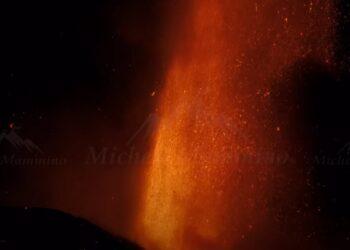 eruzione etna 350x250 - Etna, violenta eruzione ed enorme colonna visibile a grande distanza. Video