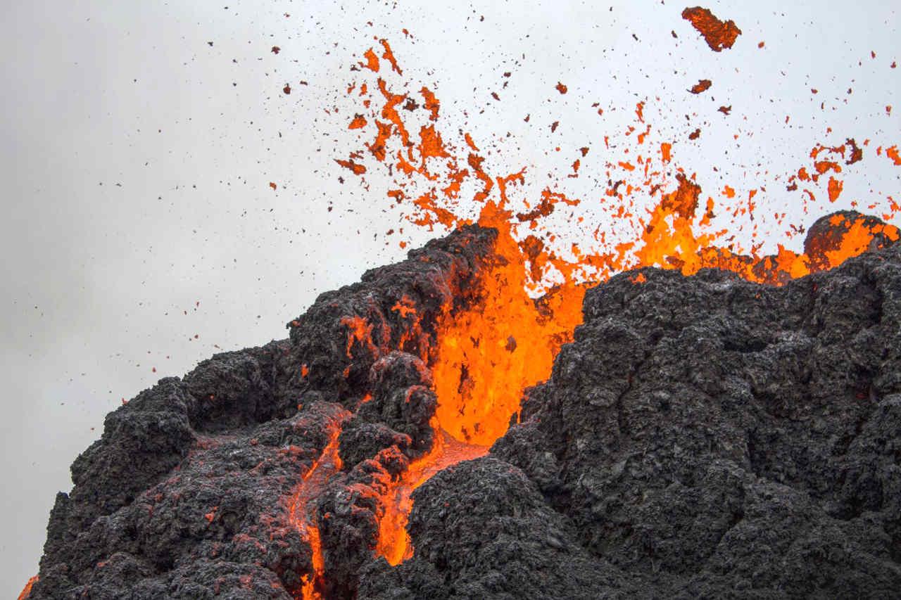drone volcan - Eruzione Vulcano Islanda, le incredibili immagini viste dal drone. VIDEO