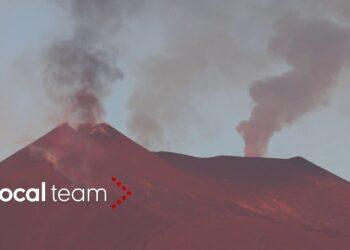 etna leruzione infinita fumo in 350x250 - Etna, violenta eruzione ed enorme colonna visibile a grande distanza. Video
