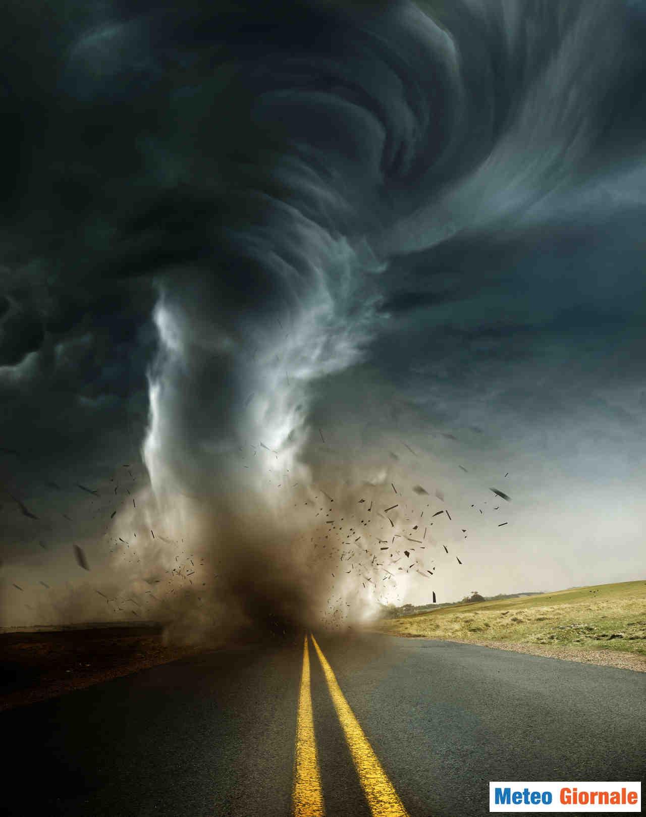 meteo giornale 00098 - Dentro il tornado dell'Alabama, immagini drammatiche dall'interno dell'auto