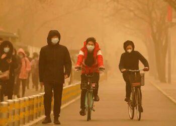 L'atmosfera nebbiosa del 15 marzo mattina a Pechino