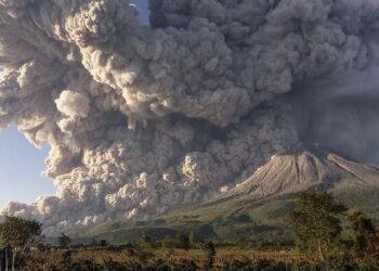 sinabung 350x250 - Il Vulcano Nyiragongo, tra i più pericolosi del Pianeta è esploso. Gente in fuga