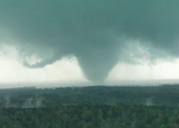Veduta di uno dei tornado che ha sconvolto l'Alabama