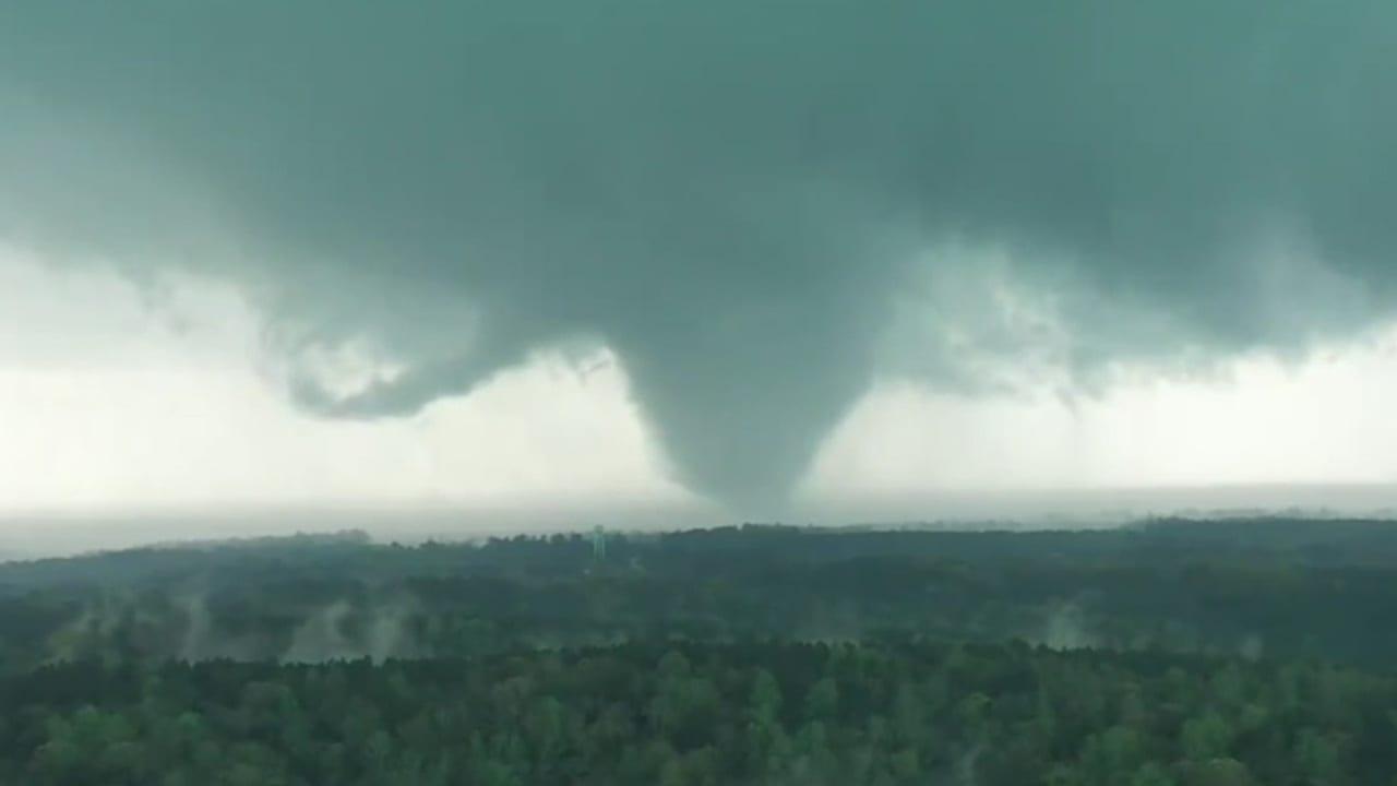 tornado alabama - Raffica di tornado e grandine violentissimi negli Stati Uniti