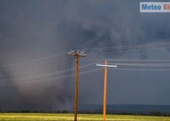 tornado nel nord america 350x250 - Dentro il tornado dell'Alabama, immagini drammatiche dall'interno dell'auto