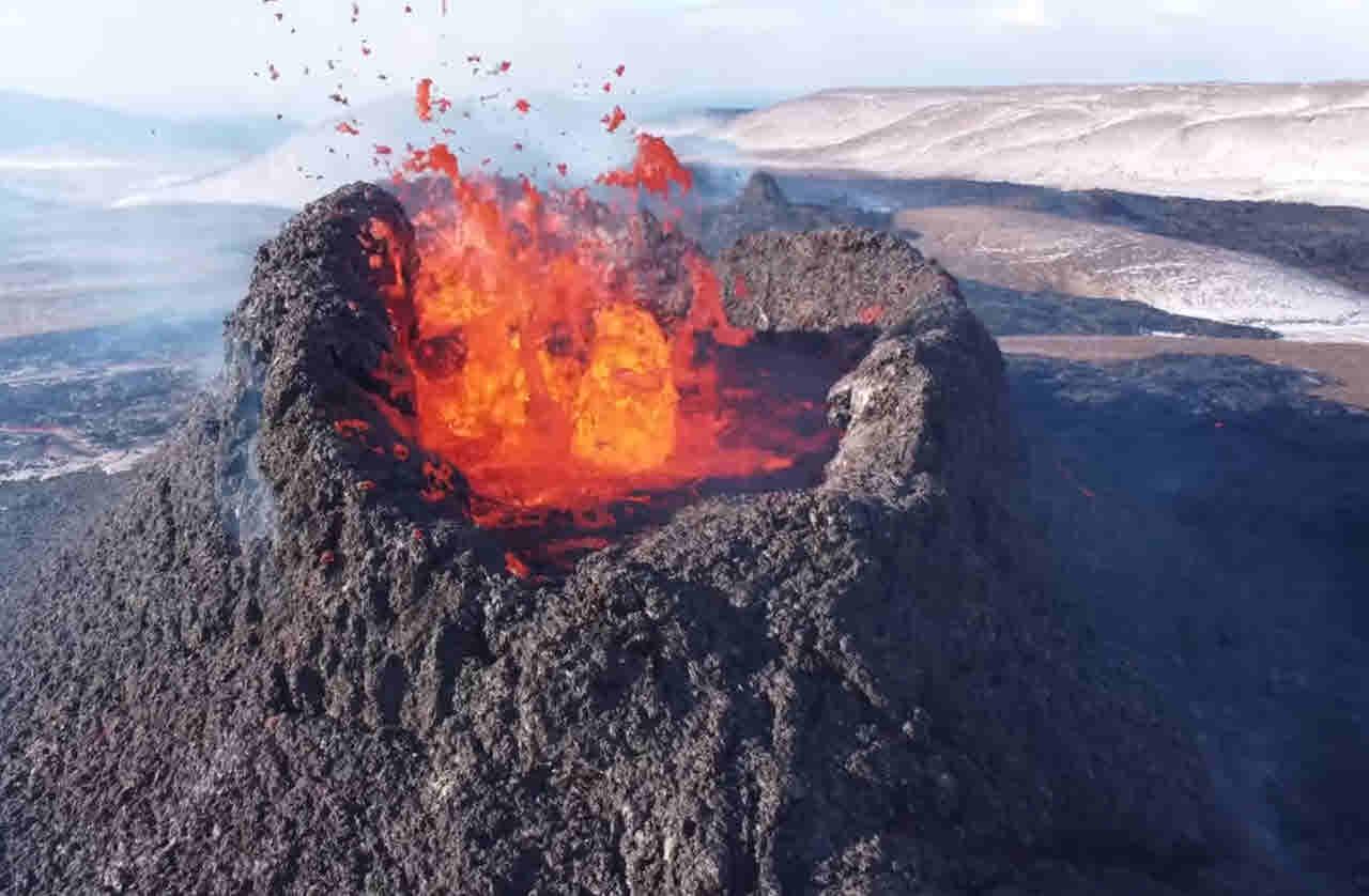 2021 04 18 10 22 18 - Islanda video dei vulcani in eruzione spettacolari