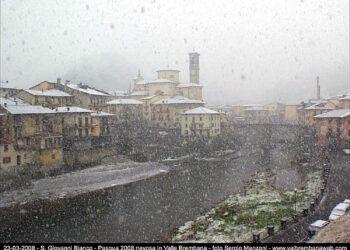 La neve copiosa a quote estremamente basse in Val Brembana il giorno di Pasqua del 2008, fonte immagine valbrembanaweb.it