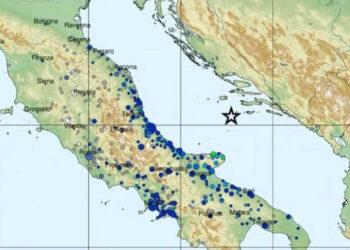 Localizzazione del terremoto di magnitudo 5.6 del 27 marzo, percepita lungo tutta la costa adriatica (fonte: INGV) © AnsaLocalizzazione del terremoto di magnitudo 5.6 del 27 marzo, percepita lungo tutta la costa adriatica (fonte: INGV)