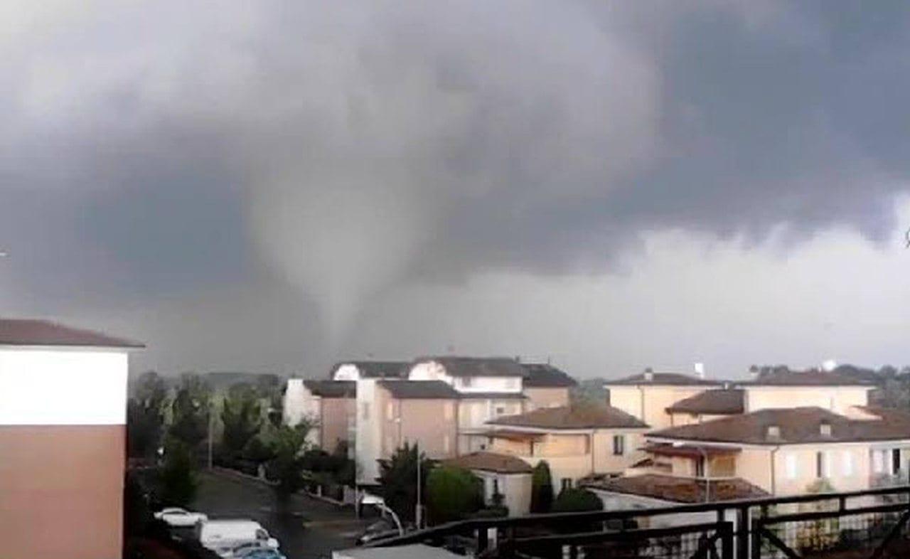 tornado 2 - TORNADO in Italia a fine aprile, è già periodo in Val Padana