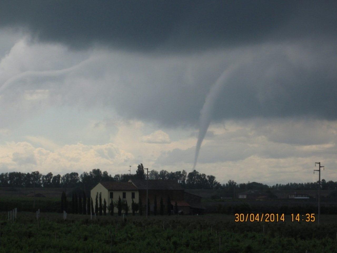 tornado 30 APRILE - TORNADO in Italia a fine aprile, è già periodo in Val Padana