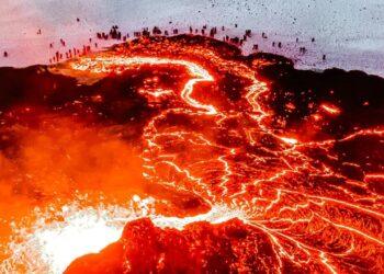 vulcano geldingadalur in islanda 350x250 - Vulcano Geldingadalur in Islanda. Video eruzione in aumento