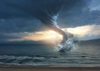 enorme tromba marina che diventa 350x250 - Tromba marina illuminata dal fulmine: catturato l'istante meteo perfetto