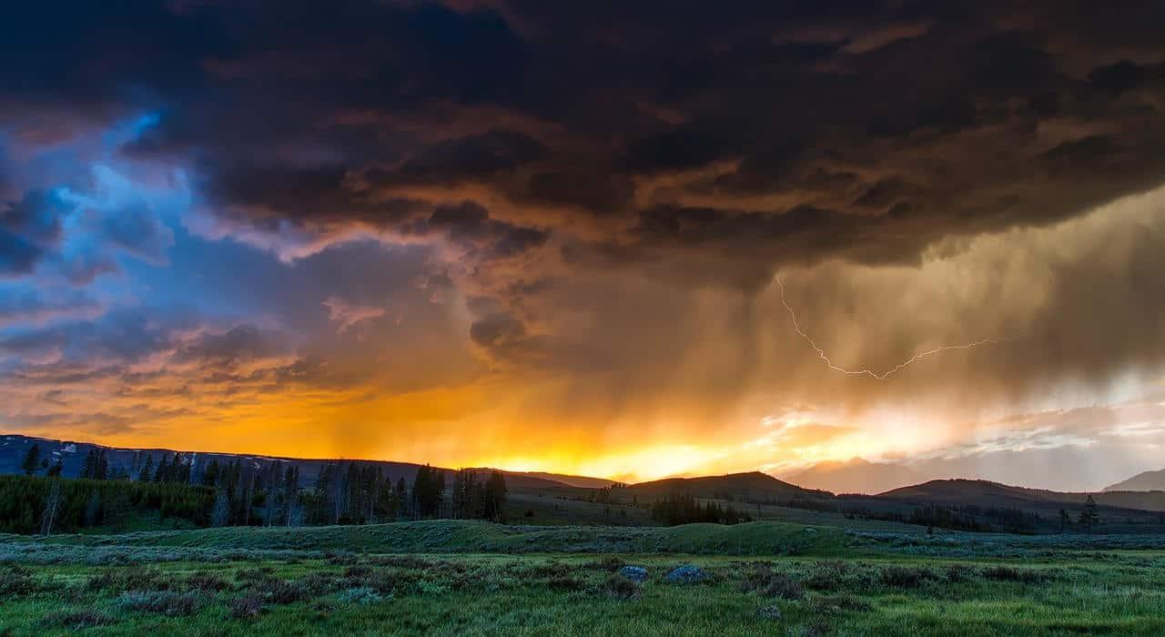fields 1589613 1280 - NUBIFRAGI, temporali, grandine. Il meteo PESSIMO è pronto a scatenarsi