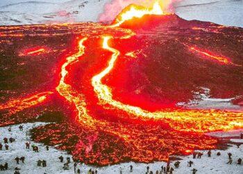 islanda nuova eruzione del primo 350x250 - Vulcano Geldingadalur in Islanda. Video eruzione in aumento