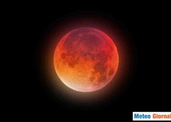 Laddove si vedrà l'eclissi, il disco lunare assumerà questo aspetto rossastro