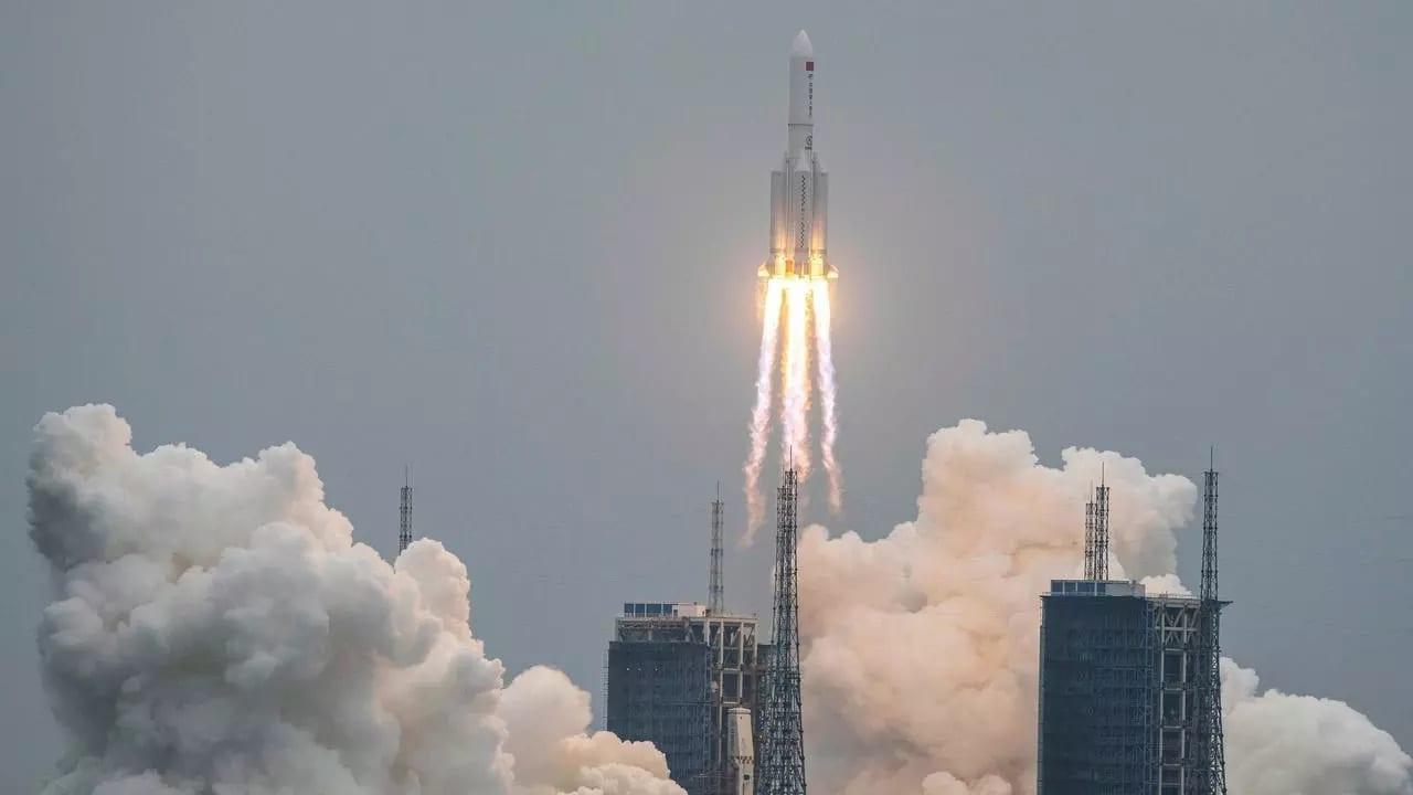 razzo lunga marcia 5b - RELITTO spaziale cinese in caduta sulla Terra. ITALIA