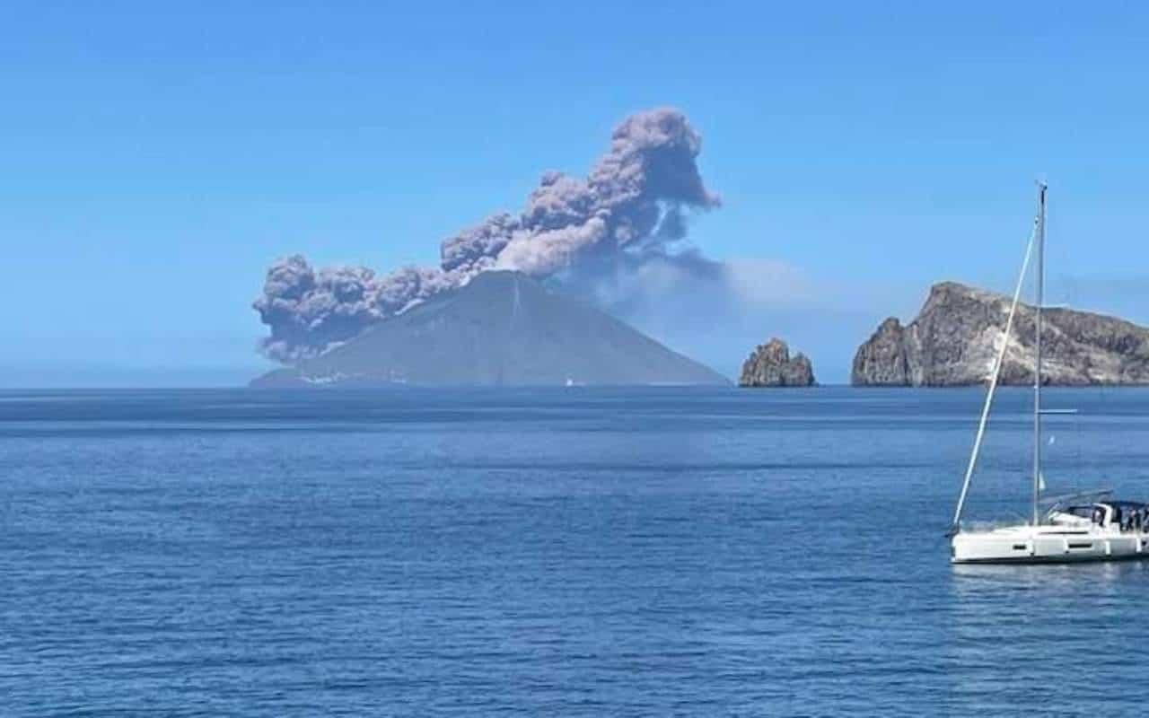 stromboli - Violenta eruzione Stromboli, torna la paura alle Isole Eolie