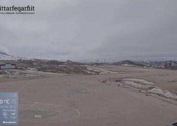 webcam aeroporto di nuuk sud gro 350x250 - Groenlandia e Antartide fondono 6 volte più velocemente