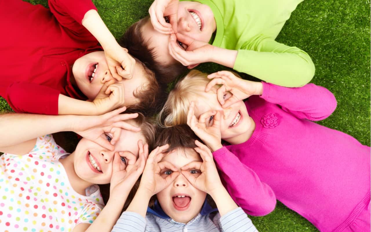 bambini felici - TRE motivi per rendere obbligatoria la vaccinazione COVID-19 per i bambini