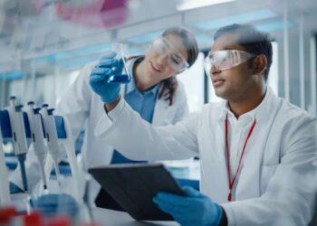 Ricercatori in laboratorio.