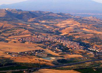 2560px Catenanuovapanorama 350x250 - Previsione meteo per Catania: arriva un'ondata di calore asfissiante