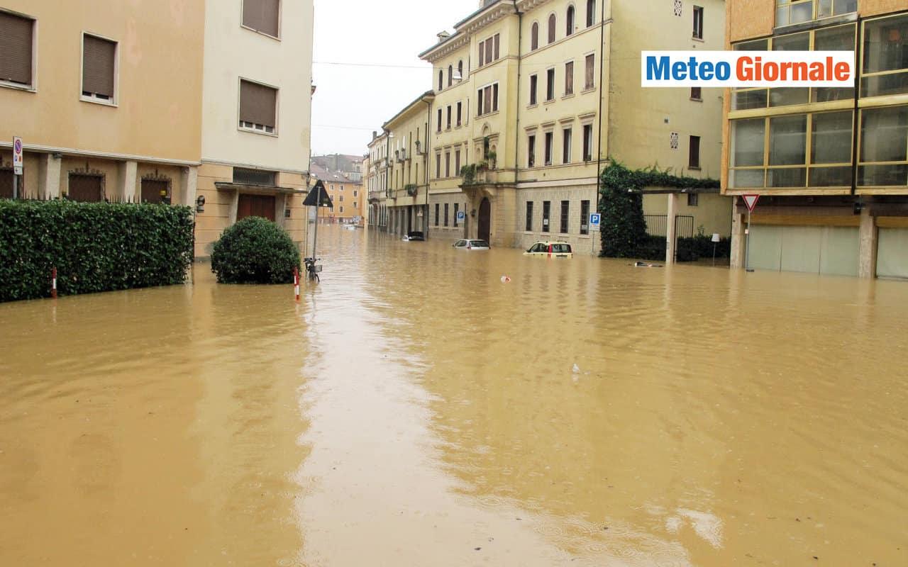 disastri meteo - Alluvioni, incendi, caldo assurdo: le FOLLIE, meteo e non, dell'Estate