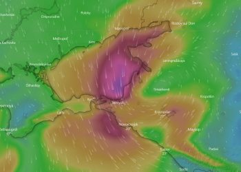 I forti venti associati dalla depressione nel Mar d'Azov, a nord del Mar Nero.