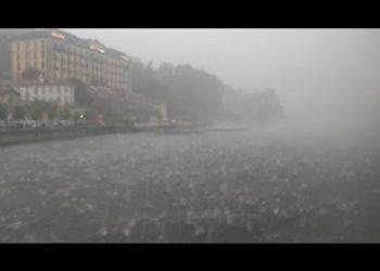 terrificante grandinata nel lago 350x250 - Eccezionale temporale allaga l'aeroporto di Milano Malpensa, salvataggi in canotto