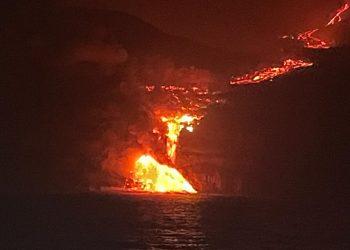 lava che si duffa in mar canarie 350x250 - Cambiamenti meteo climatici, super lavoro per la Protezione Civile europea