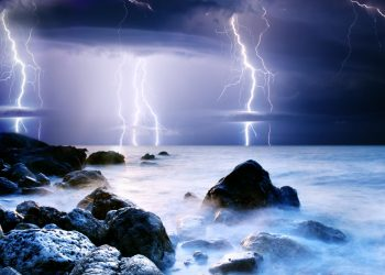 Il mare caldo può contribuire alle tempeste elettriche estreme nel Mediterraneo