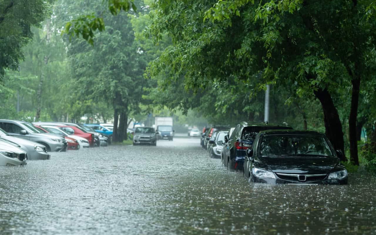 nubifragi e temporale - Meteo Milano, nella rotta di un violento temporale. Rischio su Como, Brianza, Lecco
