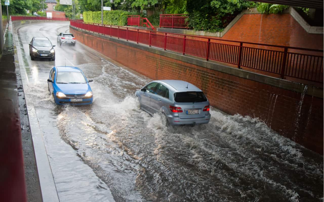 piogge intense - Meteo: poderosi nubifragi tra Lombardia e Piemonte. Rischio nubifragio anche a Milano