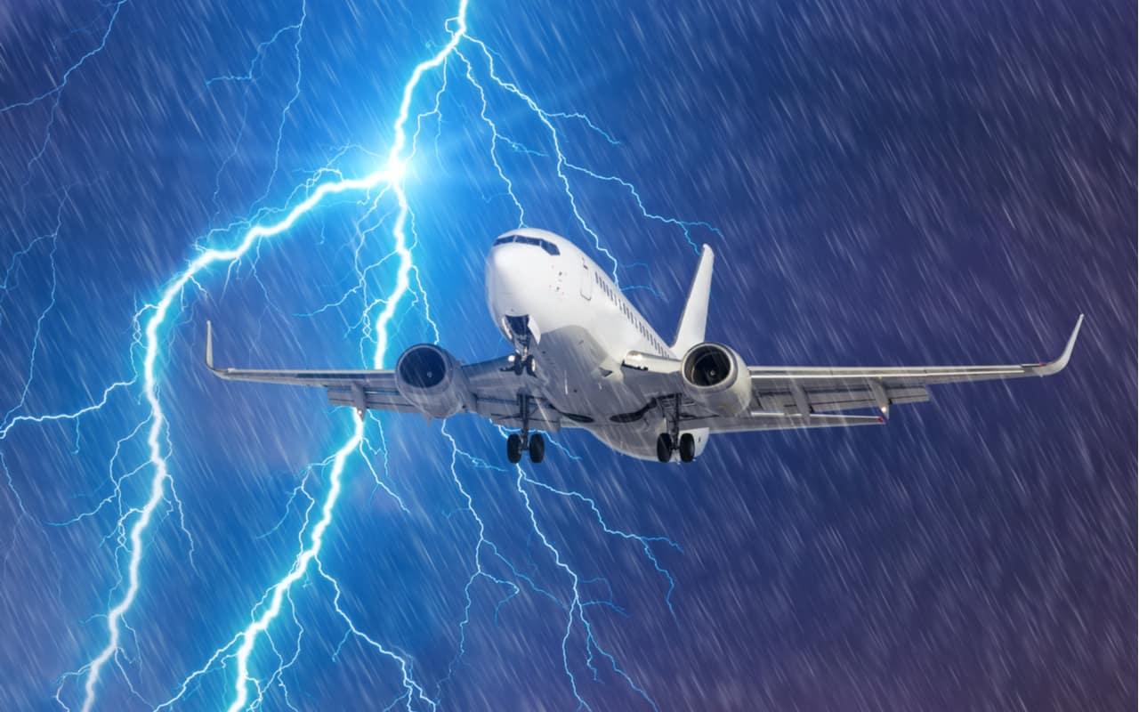 temporali e volare - Meteo tempestoso. Ritardi aerei, voli complicati da vuoti d'aria, disagi