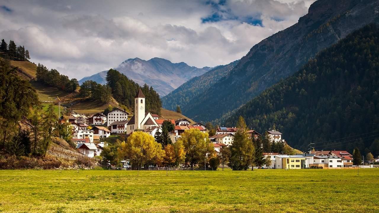 mountain village 3741231 1280 - Meteo d'Autunno italiano perduto che non tornerà più