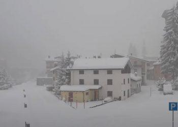 neve alpi 350x250 - Temporale con pioggia monsonica a Milano. Video meteo