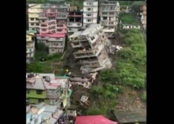 palazzo crollato india 350x250 - India, gli effetti di una pioggia monsonica, vera. Video Meteo